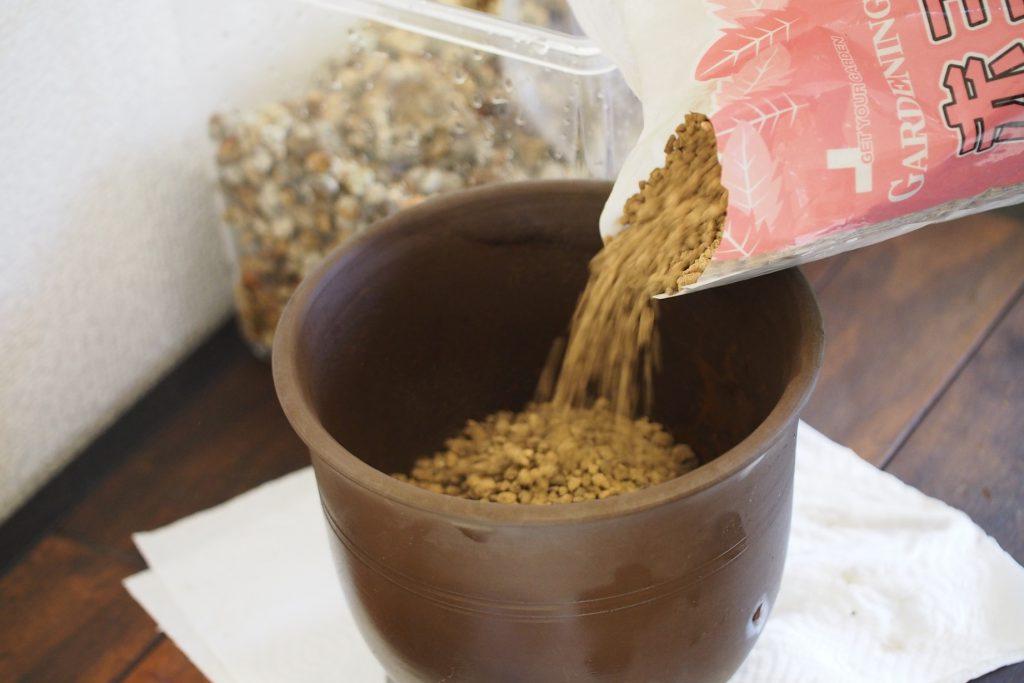 赤玉土は使いやすく安価な素材