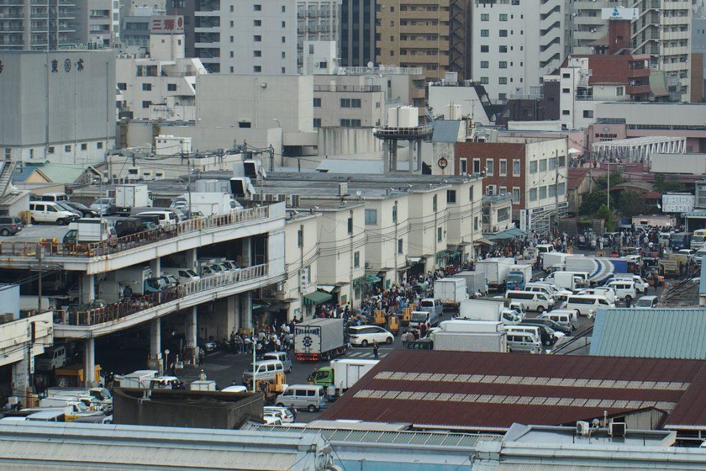 築地市場、魚河岸横丁の雰囲気はこんな具合でした。