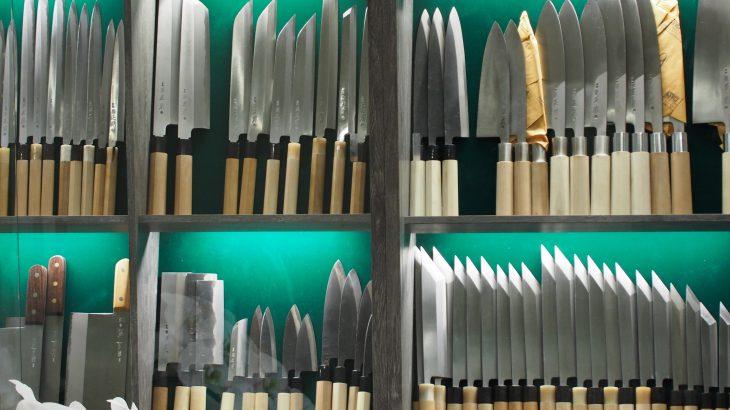 豊洲市場の4階『魚河岸横丁』は見学者でも買い物可能!プロが使う鰹節や昆布、包丁やお茶を購入!玉子焼きもあるよ