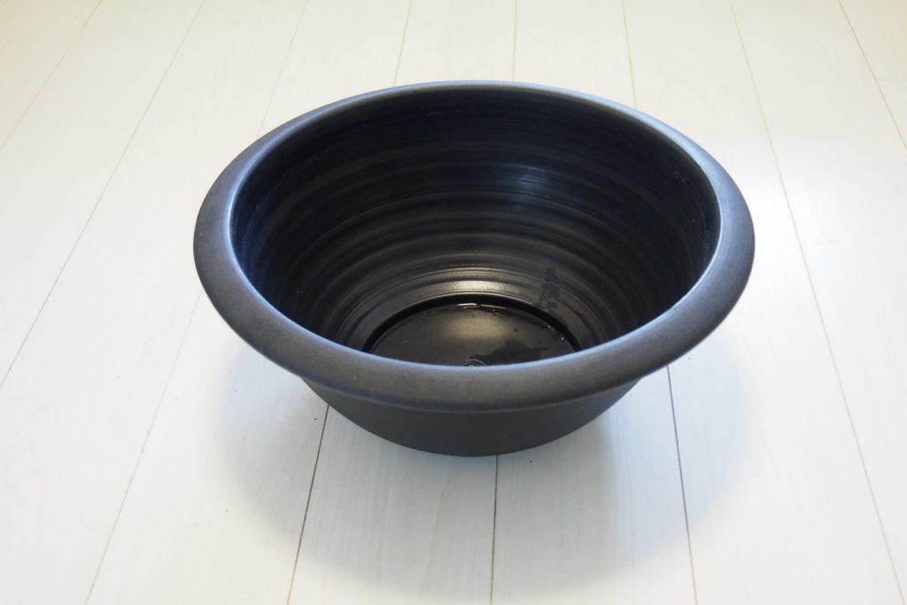 プラ製で軽い睡蓮鉢