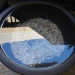 マンションのベランダにメダカ睡蓮鉢を設置!軽石を使ってお手軽セット